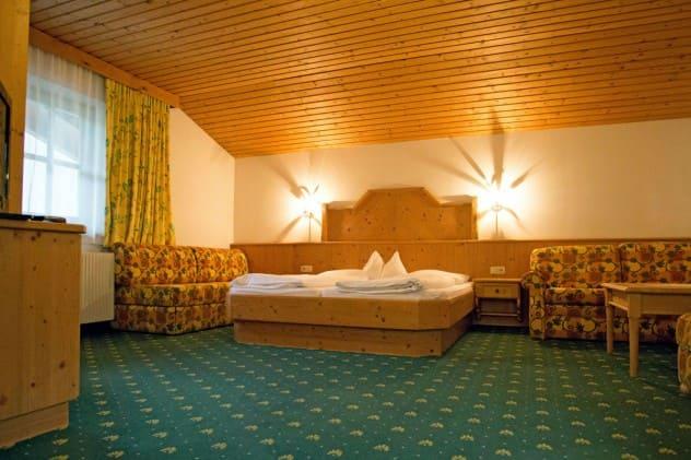 Zimmer preise hotel dorfer gro arl for Kleine ausziehcouch